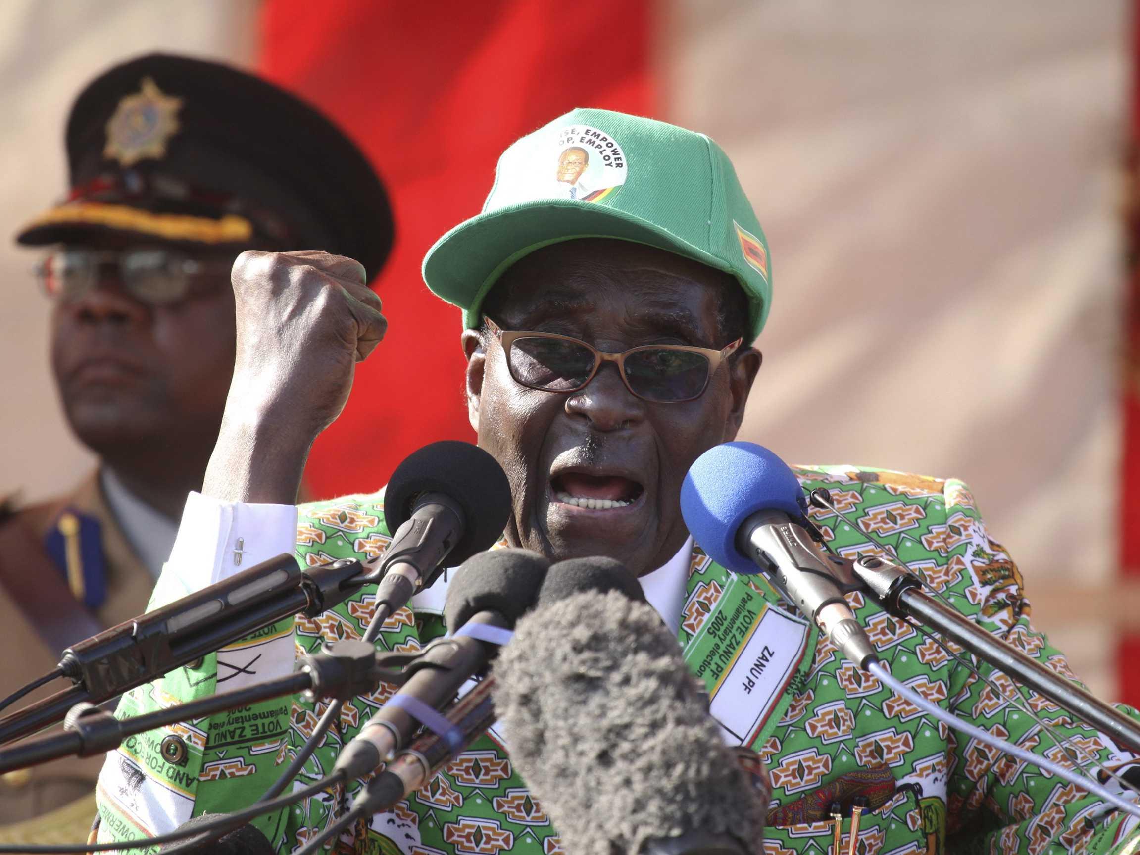 robert-mugabe-reportedly-offers-300000-reward-for-identity-of-anonymous-mole-revealing-zimbabwes-secrets (1)